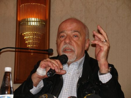 Paulo Coelho at press conference