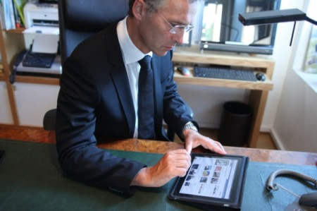 Norwegian PM reading support messages on his iPad