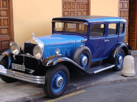 vintage car rally La Carnaval Puerto de la Cruz