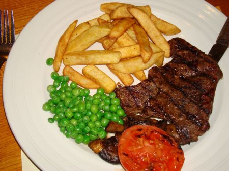 rump steak, chips and peas