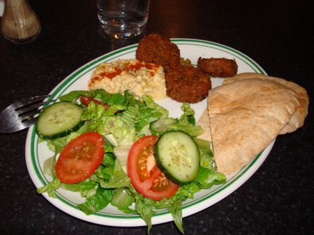 Falafel, pita bread, homous and a little salad