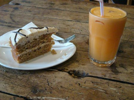 coffee cake and fruit juice
