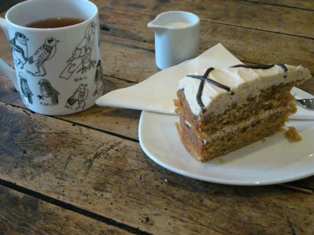 tea and coffee cake
