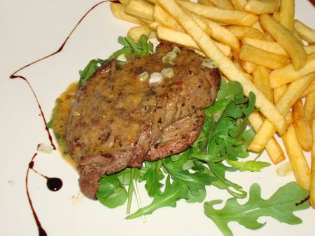Caffe Piccolo - steak and chips