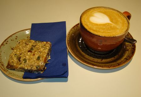 cappuccino and banana flapjack cum granola bar