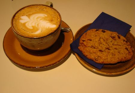 cappuccino and cookie