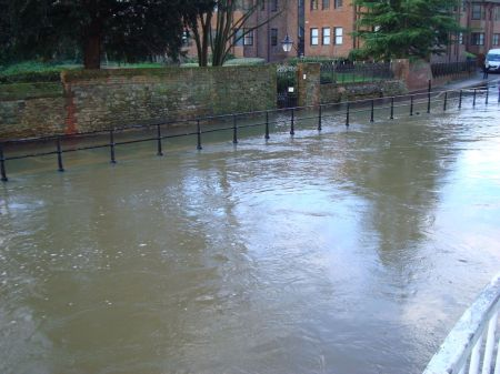 River Wey, Milmead road flooded