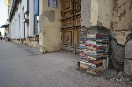Russian library finds a use for its books