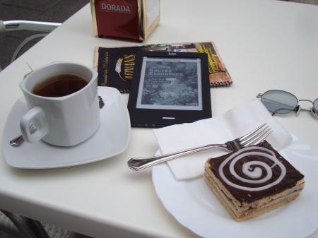 tea and cake at Advans panadería