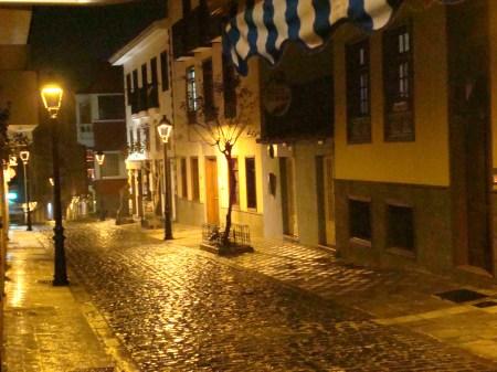 Calle Benjamin Miranda por la noche