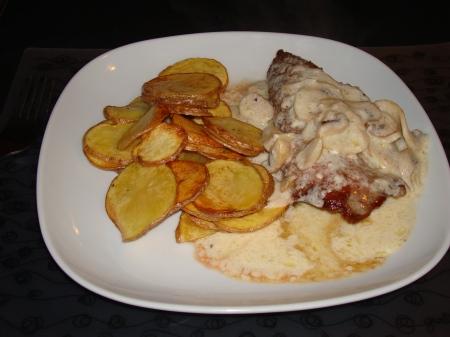 fillet steak with creamy sauce