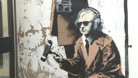 Banksy phonebox spy
