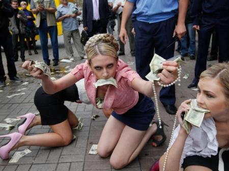 FEMEN highlight corruption in Ukraine