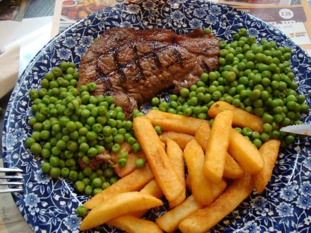 rump steak with peas