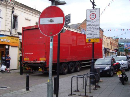 48 tonne lorry trying to gain access