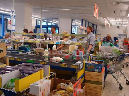 unhappy shoppers enduring piss-poor service in Lidl