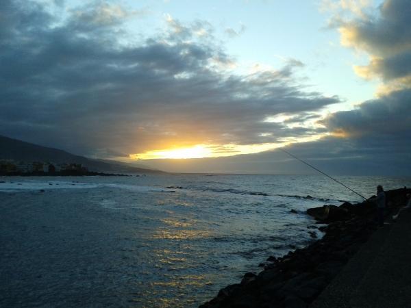 la puesta del sol en Playa Jardín
