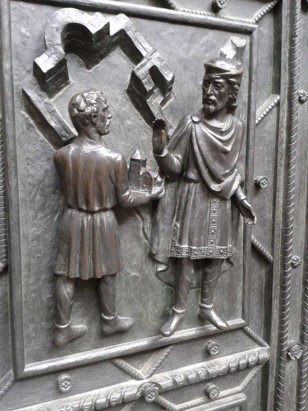 figures on main doors