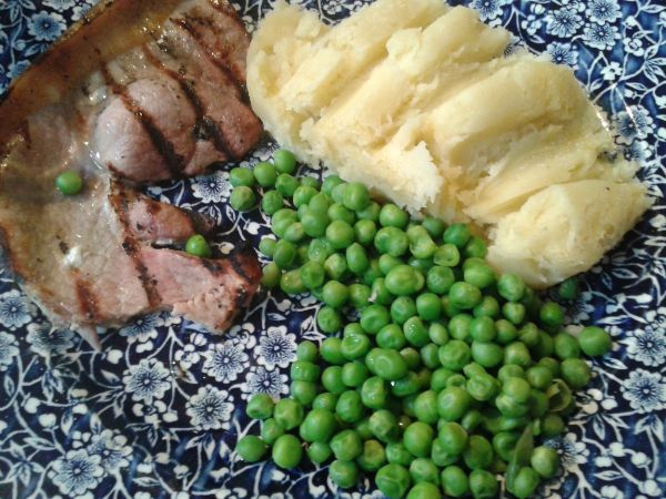 gammon steak, mash and peas