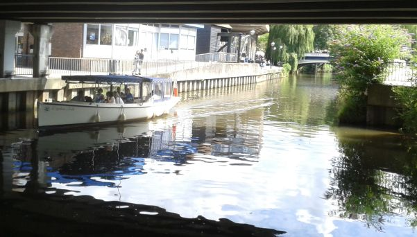 electric boat on River Wey