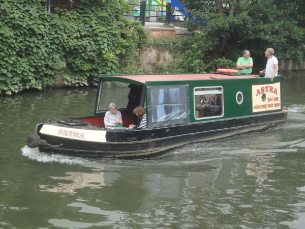 how not to a narrow boat on the River Wey